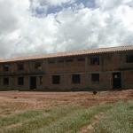 Der erste Bau-Abschnitt hat ein Dach.